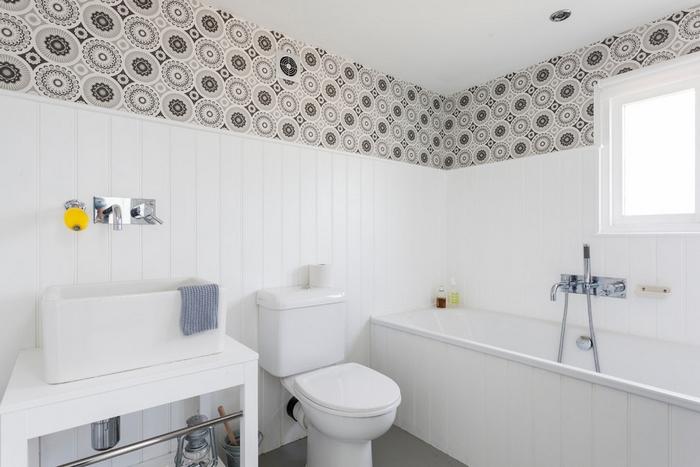 Пластиковые панели в светлой ванной