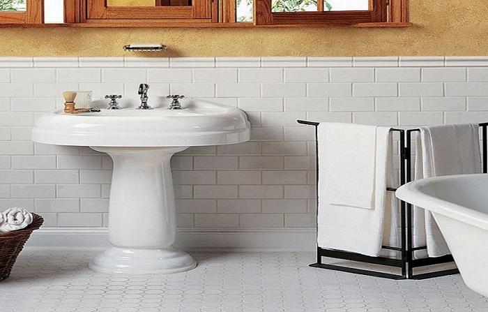 Плитка на стенах и полу ванной