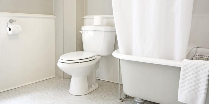 Светлая совмещенная ванная
