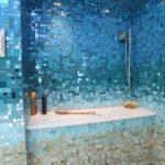 Ванная с мозаикой в синих тонах