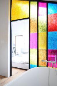 Яркие панели для ванной