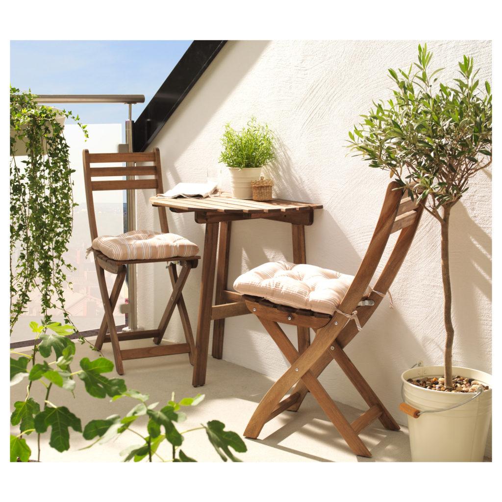 Деревянные стулья для уличного отдыха