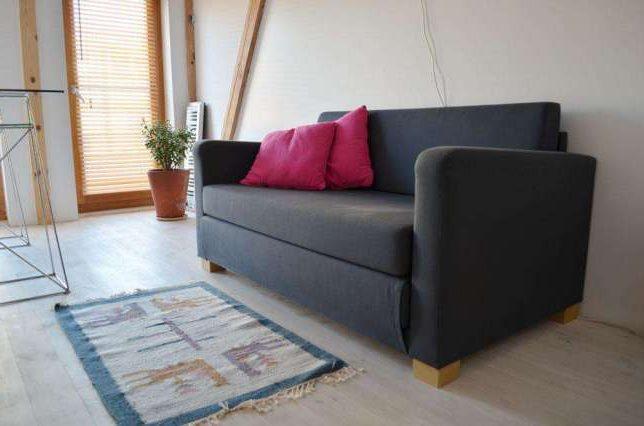 Divan-solsta-ot-Ikea-v-interere-1