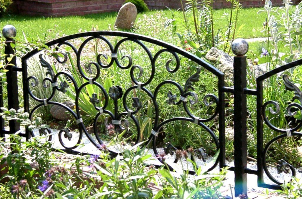 Садовые ограждения из металла